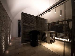 Studio di Segni モダンスタイルの寝室