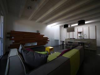 Studio di Segni モダンデザインの ダイニング