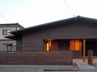 Casas de estilo asiático de 一級建築士事務所 アトリエ カムイ Asiático