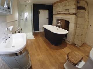 Timeless Bathroom Retreat Baños de estilo clásico de DeVal Bathrooms Clásico
