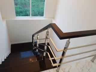 บ้านเดี่ยวสองชั้น ออกแบบและเลือกวัสดุตามใจลูกค้า:  บันได by บริษัท ซายแอค คอนทรัคชั่น จำกัด