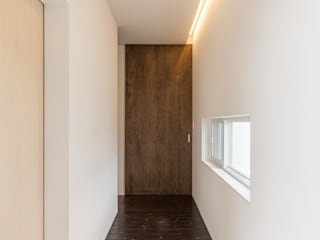 Eclectic style corridor, hallway & stairs by 株式会社 mA建築計画工房 Eclectic