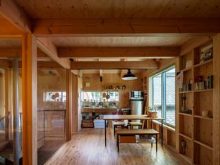 House-St: 伊藤憲吾建築設計事務所が手掛けたリビングです。