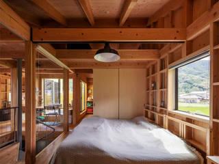 House-St: 伊藤憲吾建築設計事務所が手掛けた寝室です。