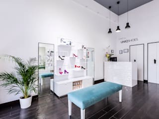 Tienda Uniqshoes: Espacios comerciales de estilo  de Dimeic