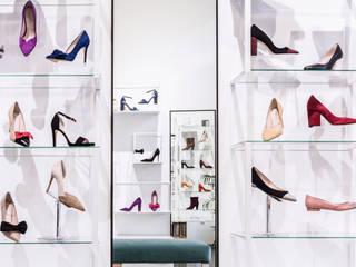 Diseño de mobiliario: Espacios comerciales de estilo  de Dimeic