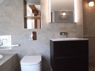 Elegant Bathroom Baños de estilo clásico de DeVal Bathrooms Clásico