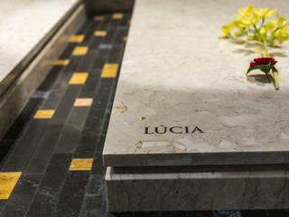 Lettering Santuário de Fátima Paredes e pisos minimalistas por Gárgula Gótica Minimalista