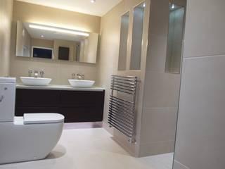 His 'n' Hers Ensuite Baños de estilo moderno de DeVal Bathrooms Moderno