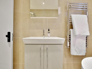 Case Study: Isleworth, Middlesex by BathroomsByDesign Retail Ltd Сучасний