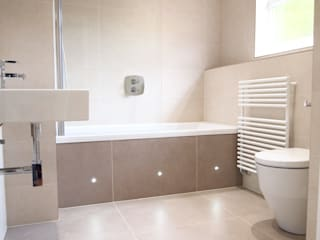 Simple and Stylish Bathroom DeVal Bathrooms Baños de estilo moderno