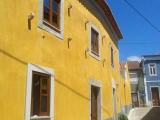 CASA AMARELA: Casas  por Da Fabrica,Mediterrânico
