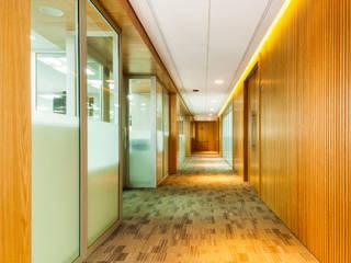 Pasillos, vestíbulos y escaleras de estilo moderno de FR ARQUITECTURA S.A.S. Moderno