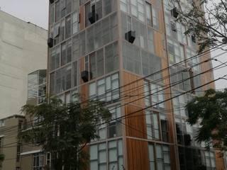 REVESTIMIENTO DE FACHADA EN MADERA:  de estilo  por ROAN arquitectura & madera