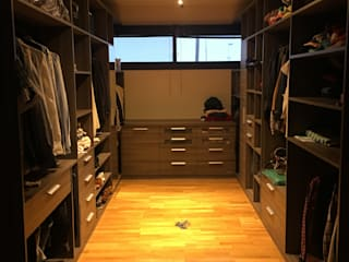 VIVIENDA EG BVS+GN ARQUITECTURA Dormitorios de estilo moderno