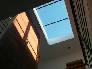 VIVIENDA PR: Pasillos y recibidores de estilo  por BVS+GN ARQUITECTURA,Moderno