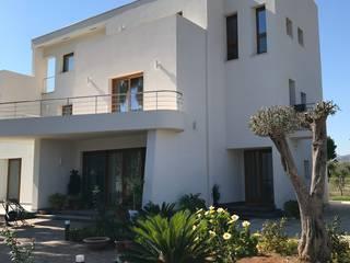 Esterno di Villa trifamiliare di FDR architetti -francesco e danilo reale Moderno