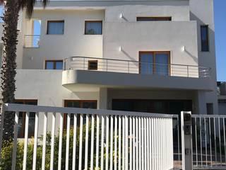 Esterno di Villa trifamiliare: Casa unifamiliare in stile  di FDR architetti -francesco e danilo reale