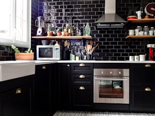 Un appartement à l'esprit vintage: Cuisine de style  par Eclectiko Studio