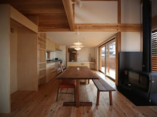 Dining room by 株式会社 山弘, Eclectic