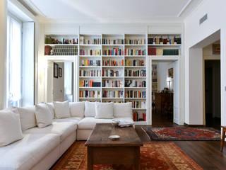 Abitazione privata - Milano Soggiorno classico di CN Arredamento Design Srl Classico