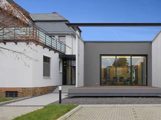 Sanierung eines Geschäftshauses und Anbau eines Sitzungssaales: Ansicht:  Bürogebäude von Berghaus und Michalowicz GmbH
