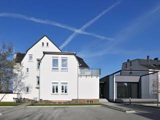 Sanierung eines Geschäftshauses und Anbau eines Sitzungssaales: Ansicht :  Bürogebäude von Berghaus und Michalowicz GmbH