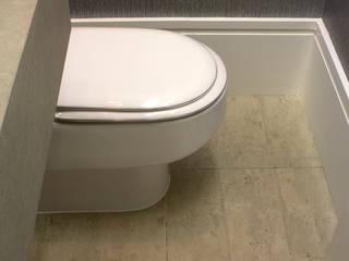Porcelanato que imita concreto: Banheiros  por Semíramis Alice Arquitetura & Design