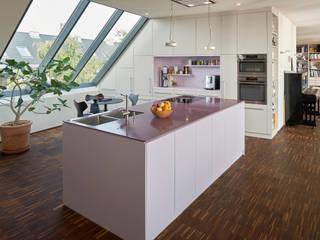 Cocinas de estilo moderno de Koitka Innenausbau GmbH
