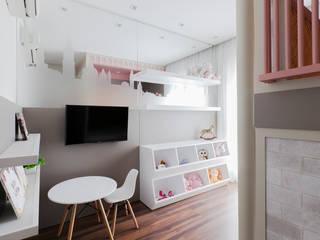 Kamar tidur anak perempuan oleh Thiago Mondini Arquitetura, Eklektik