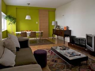 Apartamento T3 Anos 60 - MATOSINHOS: Salas de estar  por SHI Studio, Sheila Moura Azevedo Interior Design