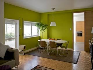 Apartamento T3 Anos 60 - MATOSINHOS: Salas de jantar  por SHI Studio, Sheila Moura Azevedo Interior Design