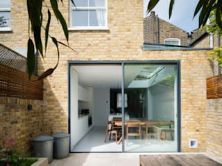 Simple Rear Extension: modern Houses by Architecture for London