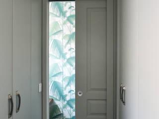 Buanderie / WC: Couloir et hall d'entrée de style  par A comme Archi