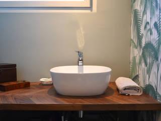 WC: Salle de bains de style  par A comme Archi