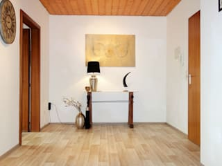 Modern Corridor, Hallway and Staircase by Heimvorteil Homestaging Modern