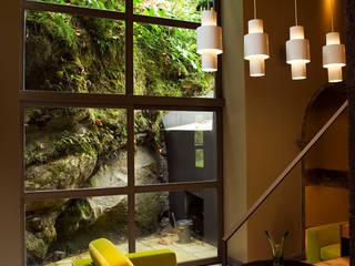 Casa das Caldeiras: Salas de estar  por Carlos Mota- Arquitetura, Interiores e Design