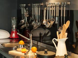 LOFT / LISBOA: Cozinhas  por Carlos Mota- Arquitetura, Interiores e Design