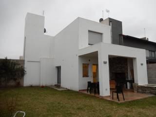 AMPLIACIÓN VIVIENDA CB: Casas unifamiliares de estilo  por BVS+GN ARQUITECTURA,Moderno