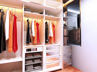 Walk in Closet:   by Pro Global Interior