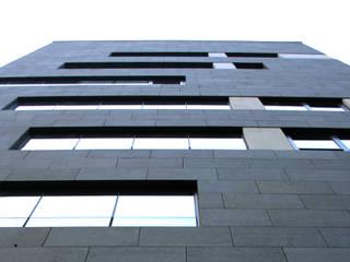 수원 414빌딩: (주)건축사사무소 예인그룹의  계단