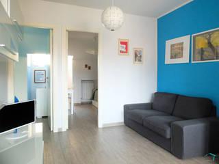 MARE: Soggiorno in stile  di Vale home design, Moderno