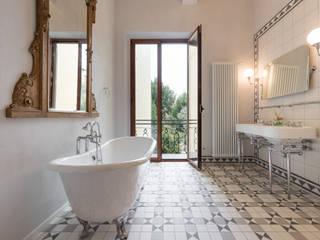 Baños de estilo clásico de Officine Liquide Clásico