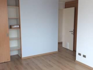 Camera da letto in stile classico di JF Constructora Classico
