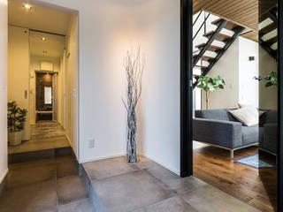 Asian style corridor, hallway & stairs by 納得住宅工房株式会社 Nattoku Jutaku Kobo.,Co.Ltd. Asian