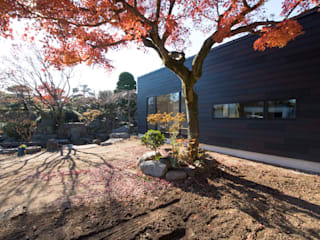10-HOUSE -季節を纏う家-: アトリエキノコが手掛けた木造住宅です。