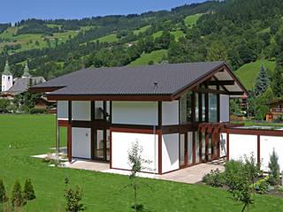 """Naturnahes Einfamilienhaus am """"Wilder Kaiser"""" im Brixental Moderne Häuser von DAVINCI HAUS GmbH & Co. KG Modern"""