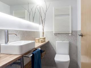 itta estudio Minimalist style bathrooms