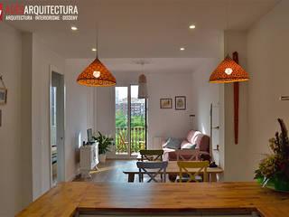 Reforma de un piso en l'Eixample de Barcelona: Salones de estilo  de Adês. Arquitectura Interiorisme Disseny