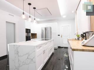 Dapur built in oleh CARMAN INTERIORISMO, Modern